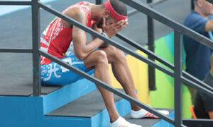 Culson llora desconsolado tras quedar fuera de carrera.