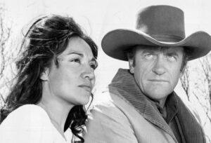 Miriam Colón y James Arness formaron parte de la serie de televisión Gunsmoke.