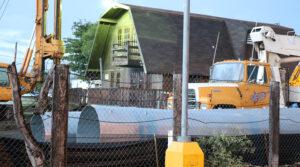 Los componentes de la torre de telecomunicaciones fueron colocados en la propiedad donde se propone instalarla.