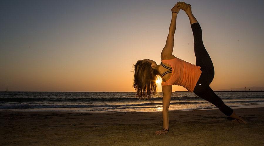 Yoga. (Flickr / livnir)