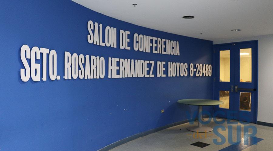 El Salón de Conferencias del sexto piso de la Comandancia de Ponce lleva el nombre de la sargento Rosario Hernández de Hoyos. (Voces del Sur)