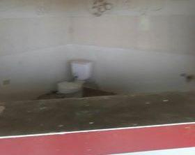 Un inodoro fue encontrado en el área de la cantina del parque.