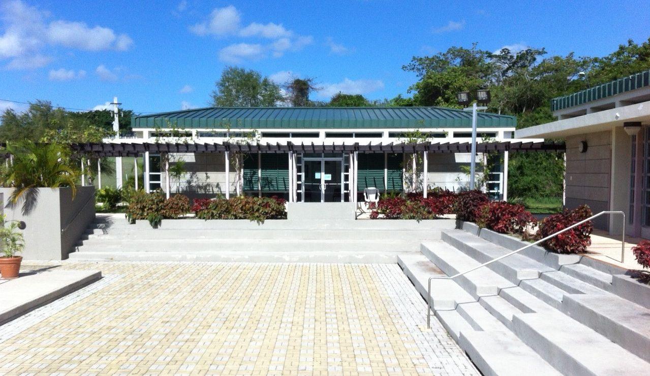 El Centro Cultural Cayacoll se encuentra ubicado en el kilómetro 0.8 de la carretera PR-512.