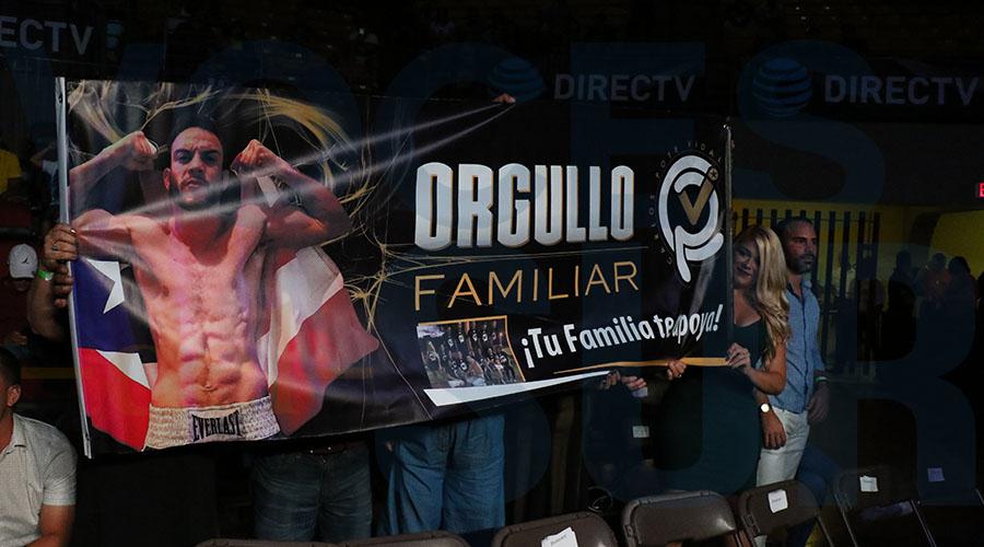 """Familiares de Carlos """"Pote"""" Vidal apoyaron al púgil durante el combate."""