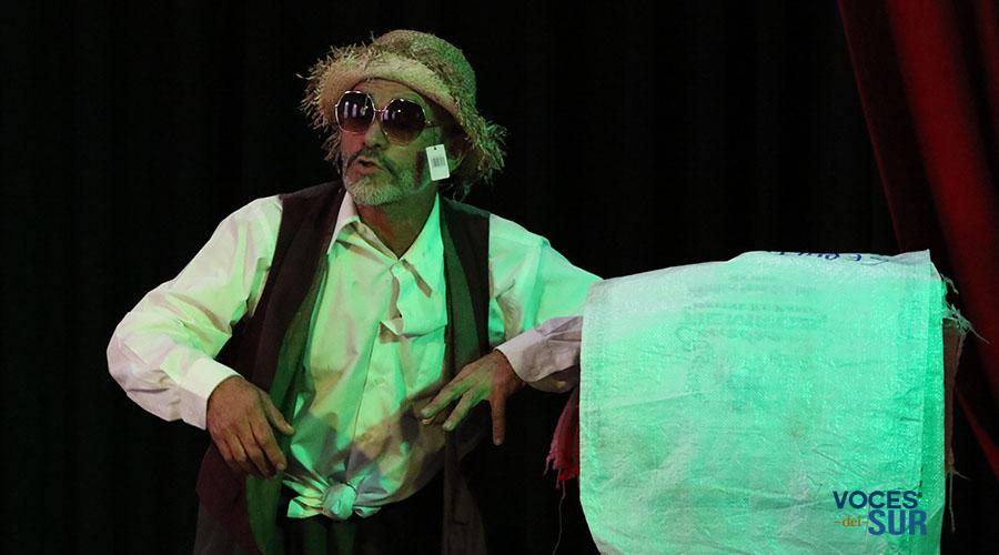El personaje Pateco, del actor Teófilo Torres, interactuará con los participantes del Certamen de Trovadores. (Voces del Sur)