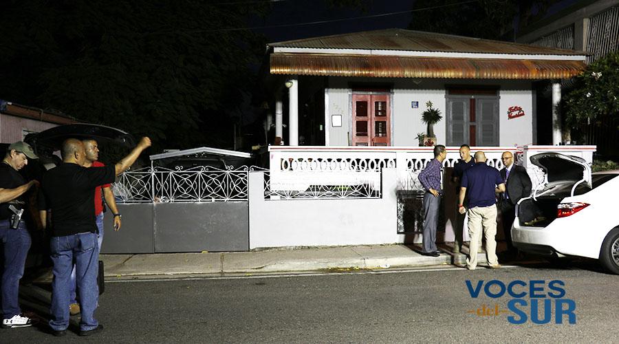 La Policía custodia un vehículo en Ponce cuya descripción corresponde al carro de la mujer desaparecida. (Voces del Sur)