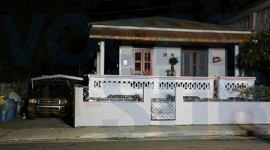 La guagua Nissan Pathfinder de Valerie Ann Almodóvar Ojeda fue encontrada en la marquesina de la casa del artista plástico y grafitero Juan Luis Cornier, conocido como Manwe Uno. (Voces del Sur / Michelle Estrada Torres)