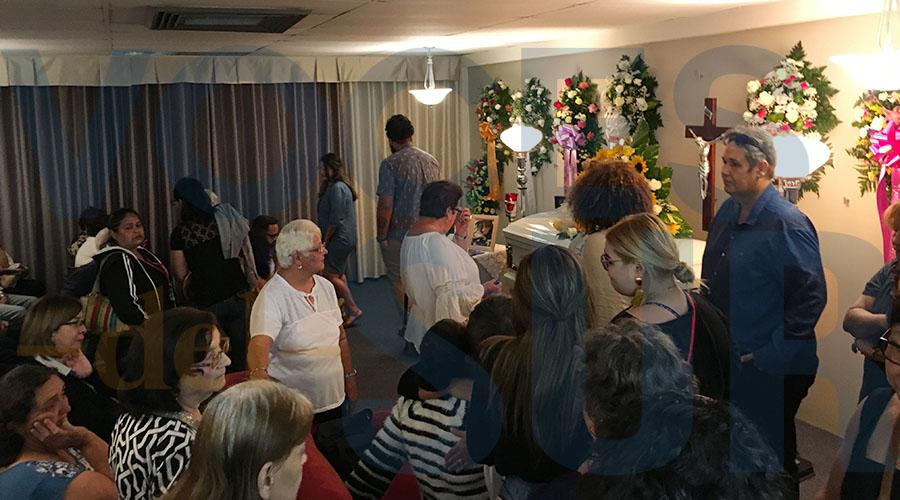 El velatorio de Valerie Ann Almodóvar Ojeda se lleva a cabo en la Funeraria Avilés en San Germán. (Voces del Sur / Michelle Estrada Torres)