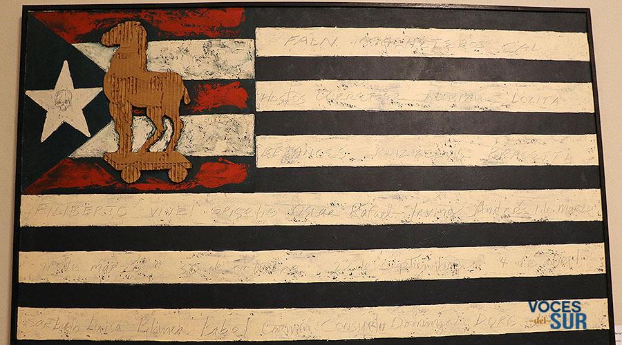 Obra de la serie Banderas Mixtas, del artista plástico ponceño Elizam Escobar. (Voces del Sur / Michelle Estrada Torres)