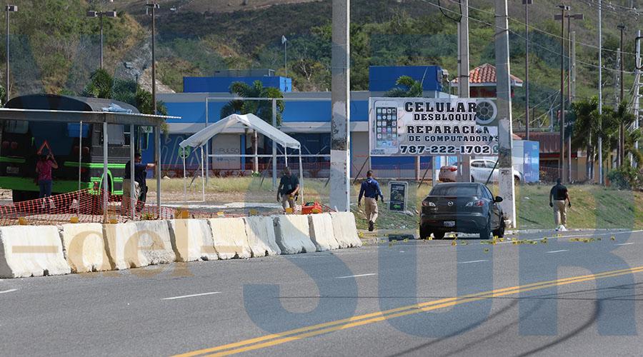 La balacera ocurrió en la carretera PR-153 frente al food truck Tripletas Express (verde y negro a mano izquierda) en Santa Isabel. (Voces del Sur / Michelle Estrada Torres)