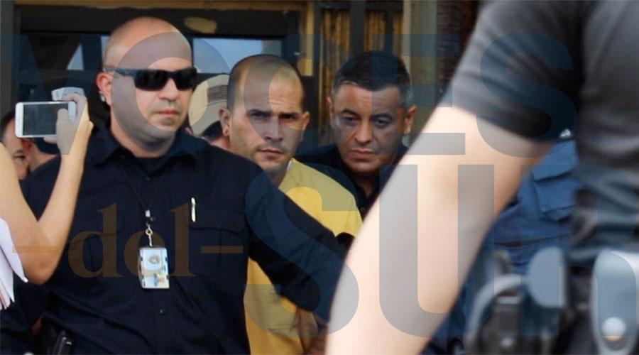 Juan Luis Cornier Torres, conocido como Manwe Uno, a su salida del tribunal de Ponce tras acusársele del asesinato de Valerie Ann Almodóvar Ojeda. (Voces del Sur / Pedro A. Menéndez Sanabria)