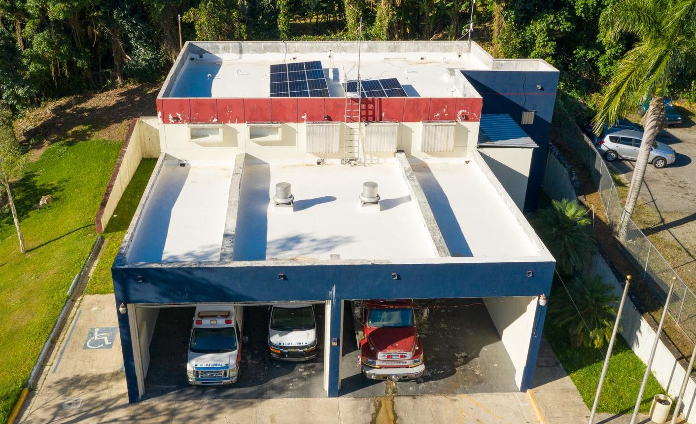 Estación del Cuerpo de Bomberos y Emergencias Médicas en Adjuntas.