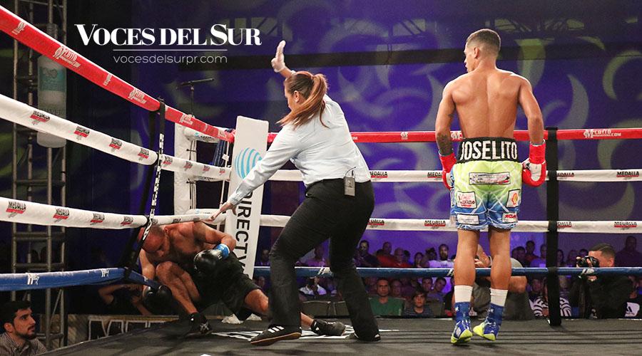 El final del combate llegó a los 2:21 del primer asalto cuando la referí detuvo el pleito. (Voces del Sur / Michelle Estrada Torres)