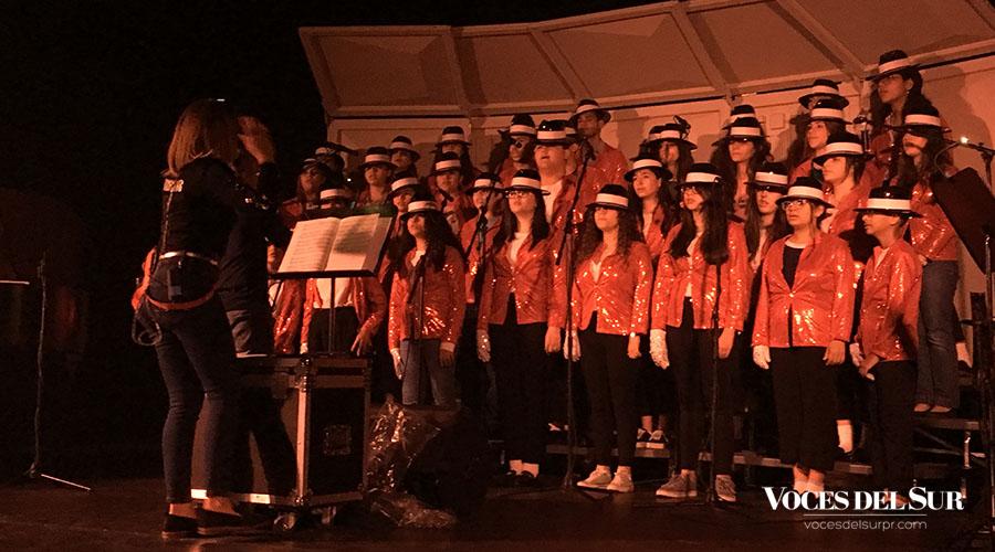 El coro de API, Adlan Cruz y una banda de cuatro músicos interpretarán los clásicos de Michael Jackson, con arreglos especiales para la ocasión. (Voces del Sur / Michelle Estrada Torres)