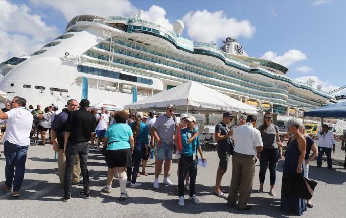 A su llegada los visitantes recibieron un itinerario con las actividades disponibles durante su estadía.