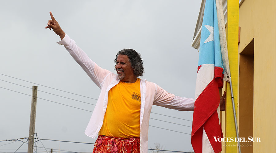 Pedro Adorno acudió a la Marcha del Sol junto a su colectivo Agua, Sol y Sereno. (Voces del Sur / Michelle Estrada Torres)