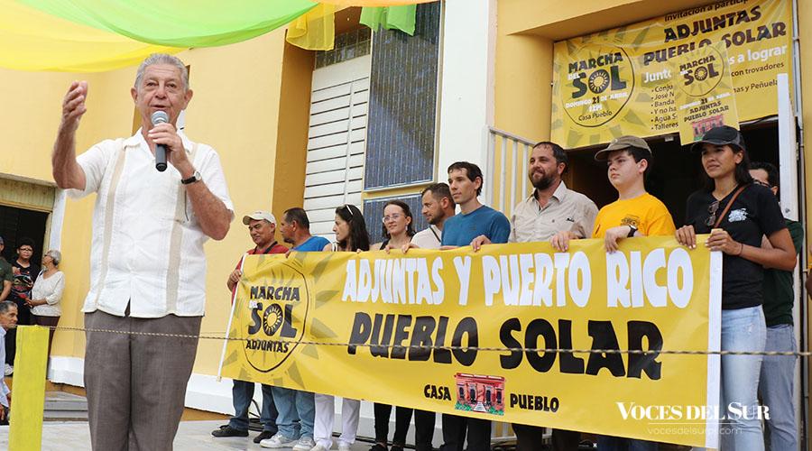 Alexis Massol González, cofundador de Casa Pueblo, en los mensajes finales de la Marcha del Sol. (Voces del Sur / Michelle Estrada Torres)
