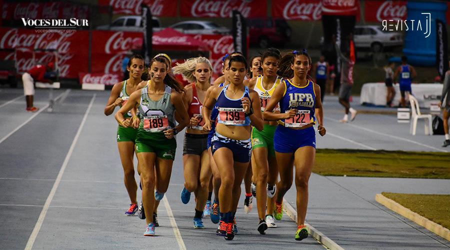 Carrera 1,500 metros femenino. (Voces del Sur / Revista J / Jean Cosme Crespo)