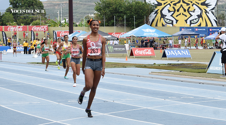 Keysha Dumeng se alzó con el oro en los 400 metros con vallas. (Voces del Sur / Revista J / Jean Cosme Crespo)