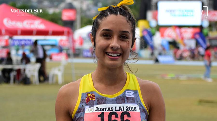Erika Serrano, de la UPR de Humacao, ganó medalla de oro en los 100 metros con vallas. (Voces del Sur / Revista J / Jean Cosme Crespo)