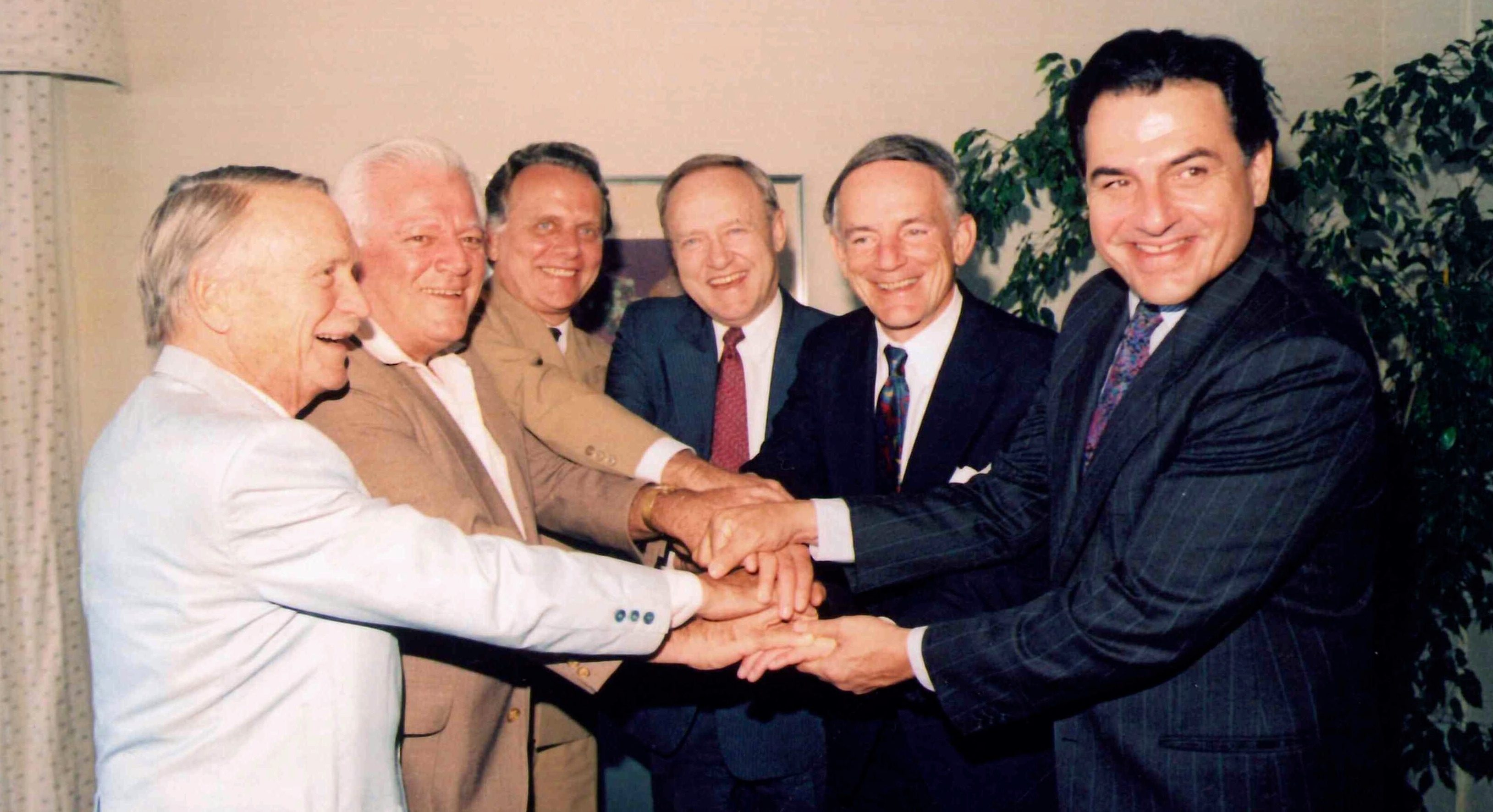 En 1989, En 1972, Rafael Hernández Colón trabajó con líderes políticos locales y congresistas como parte de un proceso plebiscitario. (Suministrada)