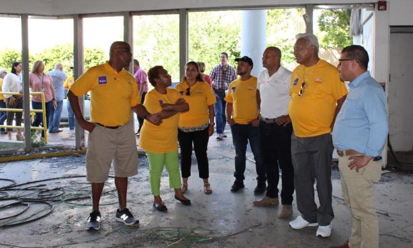 Durante el recorrido, los visitantes también caminaron por el espacio que será restaurado durante los próximos meses para albergar el Gogo Pediatric Institute.