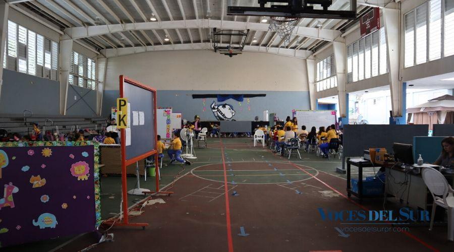 El 10 de febrero, los estudiantes regresaron al Colegio Santísimo Rosario en Yauco. (Voces del Sur/ Sara R. Marrero Cabán)