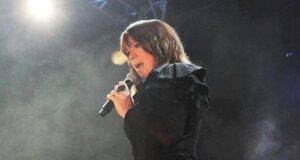 Seguidores de la cantante ponceña le desean una pronta recuperación luego de que la diva sufriera una aparatosa caída al bajarse de un helicóptero, lo que la llevó al quirófano.