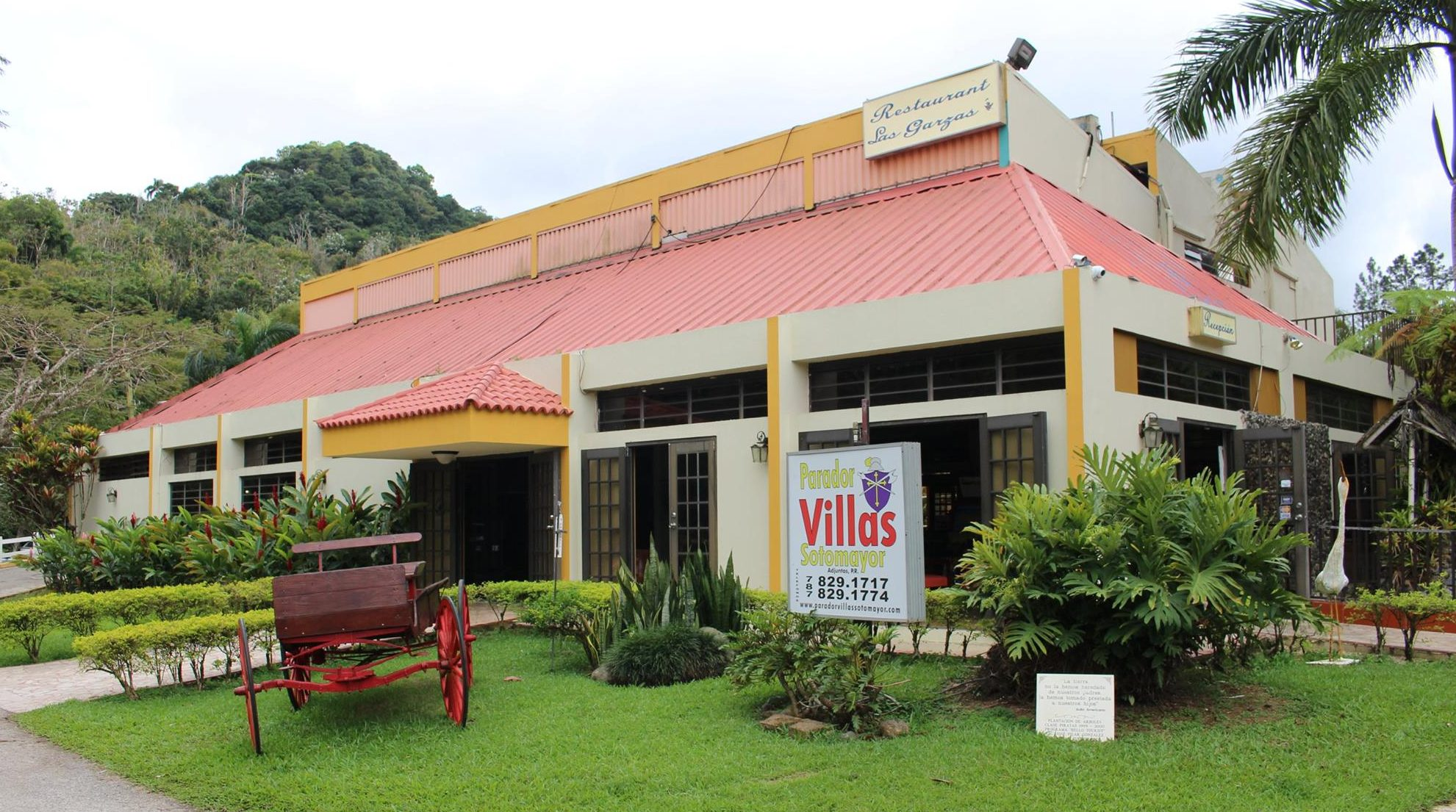Entrada del parador Villas Sotomayor en Adjuntas.