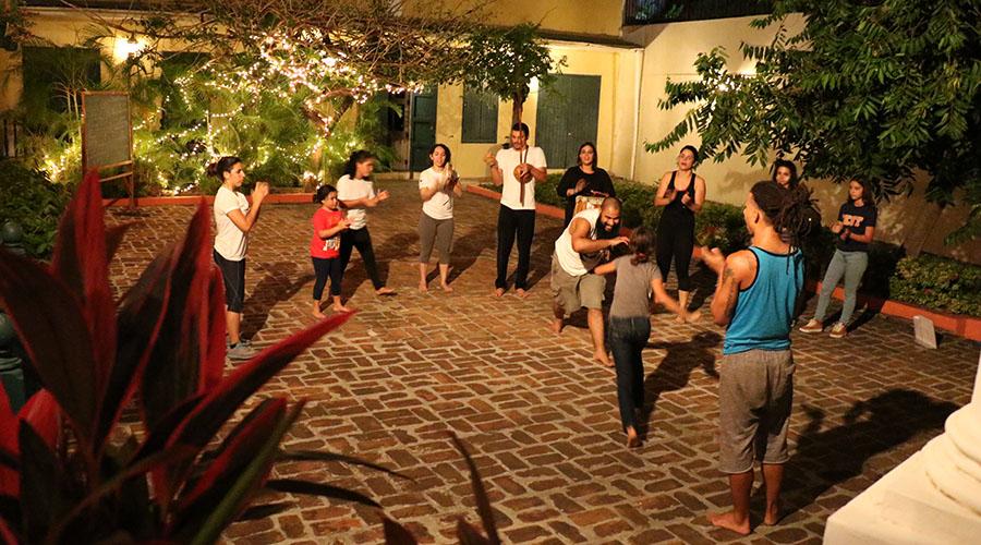 El Proyecto Nangobá imparte clases de capoeira en el Centro Cultural Carmen Solá de Pereira en Ponce. (Voces del Sur)