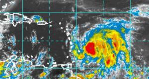 A las 5:00 p.m. el huracán María se encuentra en la latitud 13.8 N longitud 57.5 O. (NOAA)