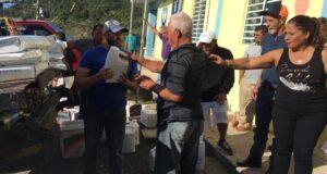 El alcalde de Yauco hizo entrega de $18,000 en abono y herbicidas a 108 caficultores del municipio sureño.