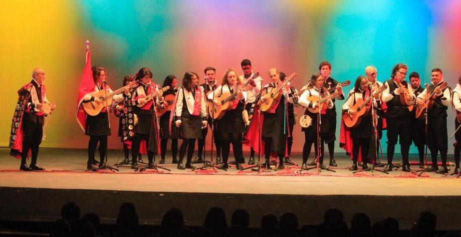 La reapertura del Teatro La Perla se dio con un concierto de nueve tunas.