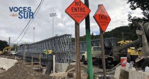 El puente de la urbanización La Vega en Villalba fue destruido por el huracán María y no ha sido sustituido todavía por un puente temporero. (Voces del Sur / Sara R. Marrero Cabán)