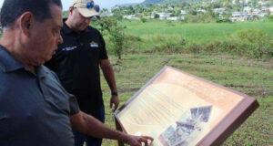 El senador Miguel Laureano Correa (con la gorra) se comprometió a buscar recursos del gobierno para ejecutar las mejoras que hacen falta en la Reserva Natural Punta Tuna en Maunabo. (Suministrada)