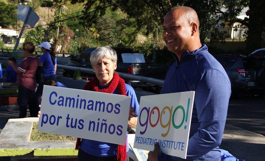 Ulises Clavell Fontánez, director ejecutivo de la Fundación Go Gogo, compartió con los participantes del Walk Around celebrado en Jayuya.