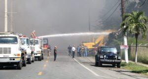 El incendio provocó la movilización de bomberos de las zonas de Ponce, Yauco, Sabana Grande, Lajas y Salinas.